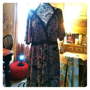 Lovely v-neck Paisley style lined dress.